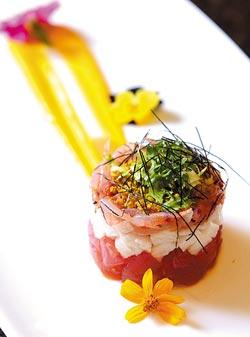用生醃櫻花蝦與黑鮪魚丁、山藥丁堆疊成的櫻花蝦千層塔