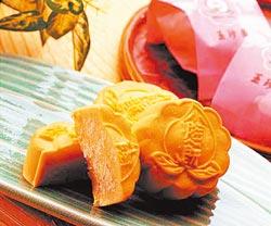 2000年玉珍齋與知名主持人陶晶瑩合作,開發出創意系列糕餅,把桃子入餡,名字就叫「小陶餅」,相當可愛。陳信翰/攝影
