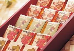 近幾年玉珍齋也開發出許多相關糕點商品,鳳梨酥就是一例,外國人也愛買。陳信翰/攝影