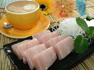 生魚片配咖啡