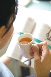 長期或過度依賴含有咖啡因會刺激交感神經作用的飲料,如咖啡或茶,日後產生心悸的機會就大為增加