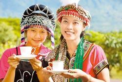 採咖啡豆煮咖啡 (中國時報/陳志東)