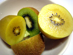 黃、綠色奇異果營養都很豐富,適合現代人用來「保養」身體健康!