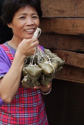 """珍粽子""""掌粽人-戴素勤阿嬤說:一定要用「疼兒孫的心」來包粽,包出來的粽子才會好吃"""