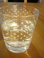 喝水是幫助肌膚保溼的最基本原則