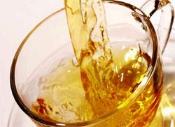 清涼消暑的含糖飲料可能會讓妳的保養前功盡棄