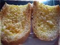 烤完後的奶油大蒜法包