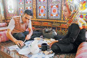 旅途中可選擇到傳統的伊朗餐廳用餐,和當地人一起品味在地的餐飲。黃麗如/攝影