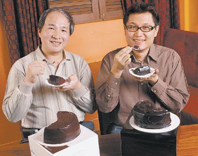評審▲烘焙達人盧清南(左)巧克力達人邱紹民(右)