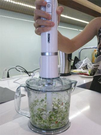 利用攪拌均質機製作莎莎醬