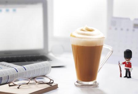 雀巢咖啡館藏系列NESCAFÉ卡布奇諾三合一是您最佳的選擇。只需要花13. 33元,不論在辦公室或家中,用熱水簡單沖泡,人人都能成為拉花大師。