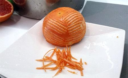 取點果皮加入冰淇淋內,能讓橙香更鮮明