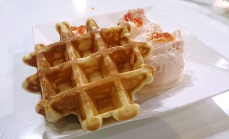 鬆餅+冰淇淋實在太犯規了!