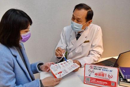 氣喘患者勿依賴短效急救吸入劑(右為博新小兒科家庭醫學科診所許惠春院長)