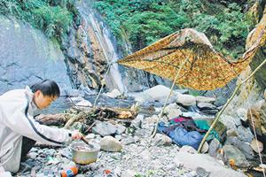 一些山友會來四稜溫泉露營野炊,冬日露營還可洗熱呼呼的溫泉澡,是超完美的度假勝地。黃麗如/攝影