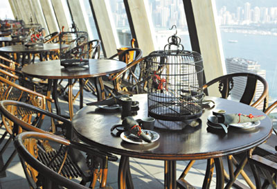 位於28樓高的胡同,不但內裝復古,並坐擁全港最美麗的風景。高政全/攝影