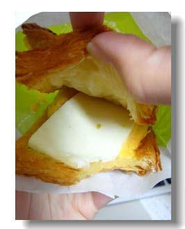 新ㄍㄟˋ派:薯泥在嘴裡散發出來馬鈴薯泥與地瓜泥(?)搭配的真是妙呀。再加上新ㄍㄟˋ派最愛的美乃滋加上生菜還有歐姆蛋...嘖嘖嘖。