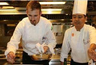 來自加拿大的亞緻大飯店Hotel One新任外籍主廚Nicholas,不但是個型男,而且年輕又有實力,他發揮無限的想像力及創意,開啟全新的美食進化論