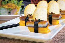 e夏日果香脆味鰻2500元水果宴菜色+10%口味屬清爽的日式風,但盤飾卻十足現代感