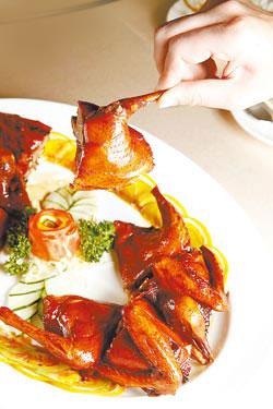 金牌琵琶鴿/每隻600元+10%鴿皮入口即酥化,鴿肉剛剛好熟,吃了會上癮