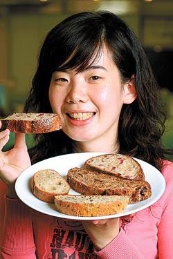 以柴燒磚窯製作的天然發酵麵包,特殊又豐富的香氣非常迷人,焦炭香中透出些許天然酸香