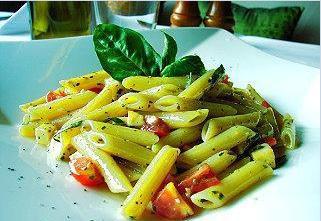 義大利涼麵大多以扁尖圓管麵條跟蝴蝶麵為主,其實是有點像義大利沙拉的作法