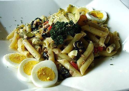 也可以放入朝鮮薊、黑橄欖、鮪魚、水煮蛋等配料