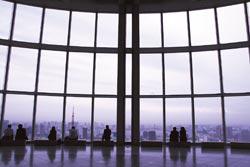 從森大廈眺望,最棒的主角絕對是東京鐵塔,如果在鐵塔看夜景反而欣賞不到全貌