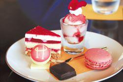 Pierre Herme的五種甜點組合,每個月都不同,一份1650日圓