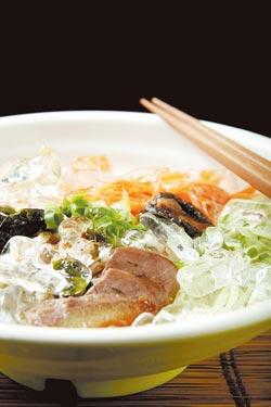 牛肉口味就是把柴魚和小魚乾換成牛肉片,其餘配料均同。