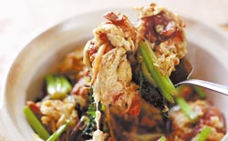 老少蛋。寧波老菜,雞蛋先煎後燒,食材繁多而平價,鍋氣香又下飯。