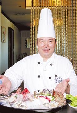 漢來中餐行政主廚陳潤祺說,這個季節澎湖的魚、蝦、蟹類最精采,煮在火鍋裡保證鮮甜。