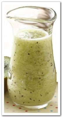 曹營養師建議以涼拌水果製成沙拉,或是冰沙的方式製作,較能防止水果營養素的流失。