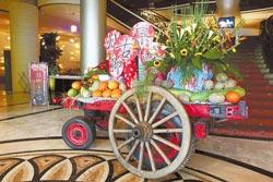 懷舊美食嘉年華/找來牛車、灶腳與懷舊文物,重現50年代的復古氛圍。