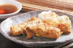 招牌豆腐卷/點菜率第一的招牌豆腐卷,利用玉米和洋蔥的甘甜味,讓臭豆腐的味道不再那麼重。