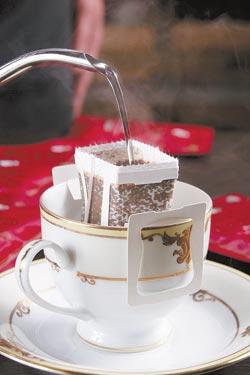 掛耳式濾泡咖啡/為了方便咖啡族隨時喝到好咖啡,店家特別將咖啡豆研磨成粉,做成掛耳式濾泡咖啡包,每盒10小包。