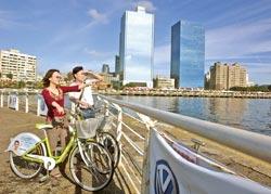 高雄市是台灣獨特的港市合一城市,透過單車優遊可以體會運動休閒的都市風情。