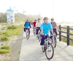 鐵馬逍遙遊 ▲新竹市8月觀光月系列活動本周末持續登場,包括因颱風延期兩周的鐵馬逍遙遊,喜愛騎單車的朋友可來17公里海岸體驗不同風情。