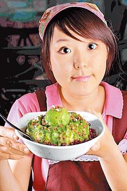 宇治紅豆牛奶冰/149元▲用日本進口抹茶冰淇淋搭配牛奶雪花冰與紅豆。