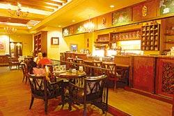糖姬冰品館旗鑑店充滿歐式咖啡館的古典風格。