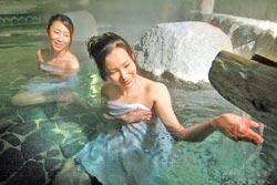 ▲如果不怕夏季炎熱,烏來泡湯是一大享受。攝影  陳志東