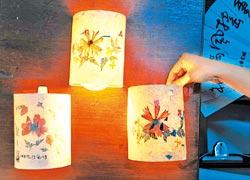 ▲手抄押花紙搭配絹印,DIY做成小夜燈,好美啊。攝影  劉宗龍
