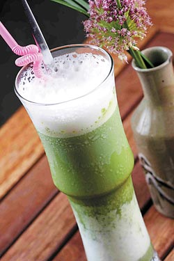 抹茶冰拿鐵/160元▲以最高等級的宇治抹茶加上鮮奶調製而成,風味溫和而順口。攝影  鄭夙玲