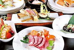 雙饗宴精緻套餐/1800元+10%▲光是美國安格斯沙朗牛的鐵板主菜,就足以降服挑剔饕客的味蕾。攝影  楊為仁