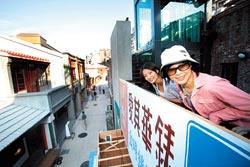▲剝皮寮保存完整的清代街屋,登高俯瞰,可欣賞街景與建築。攝影  陳信翰