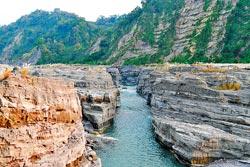 ▲卓蘭大安溪峽谷是921地震後形成的新景觀,這幾年來爆紅。攝影  陳志東