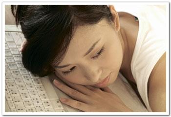 工作壓力所造成的失眠,一直是許多人的困擾,尤其長時間處於低睡眠品質的人,熊貓般的黑眼圈就像蒙面俠蘇洛的黑眼罩是個解不開的謎團