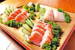 ▲福樟主人準備的生魚片都是早上在港口買的,肯定鮮嫩。攝影  王錦河
