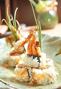 辣鮪軟殼蟹細卷/360元+10%▲主廚特調辣醬營造出獨特的濃口複雜滋味。攝影  陳信翰