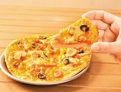 披薩/65元▲直徑15公分,番茄、起司與橄欖,走健康路線。攝影  王英豪